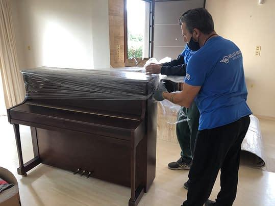 Συσκευασία επίπλων με επαγγελματικά υλικά Χριστόφορος Μάζης Μεταφορές Μετακομίσεις Χριστόφορος | Hellas Movers