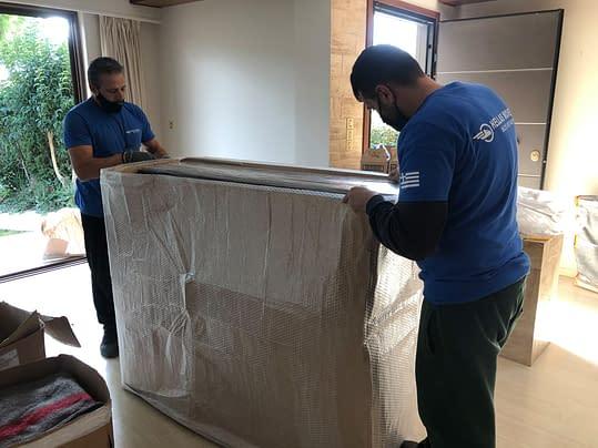 Συσκευασία επίπλων με επαγγελματικά υλικά για αποφυγή φθορών Χριστόφορος Μάζης Μεταφορές Μετακομίσεις Χριστόφορος | Hellas Movers