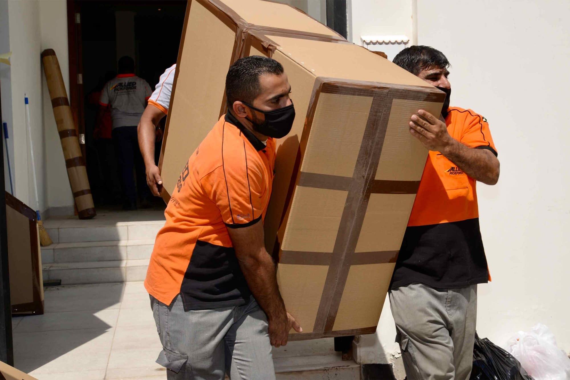 Μεταφορείς με μάσκα Μεταφορές Μετακομίσεις Χριστόφορος | Hellas Movers